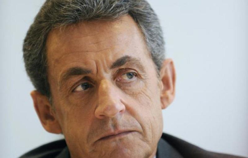 La popularité inébranlable de Nicolas Sarkozy : même sa femme tire son chapeau